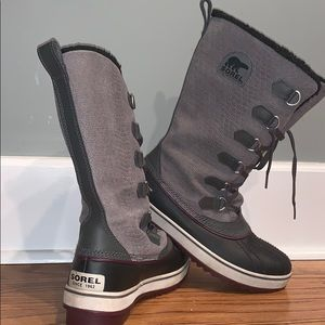 Sorel women's winter boot size 9 purple/gray
